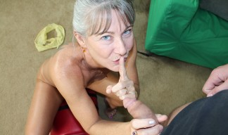 Leilani Lei gives her step son a handjob