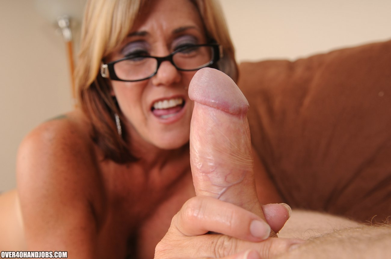 Mature milf in glasses-9724
