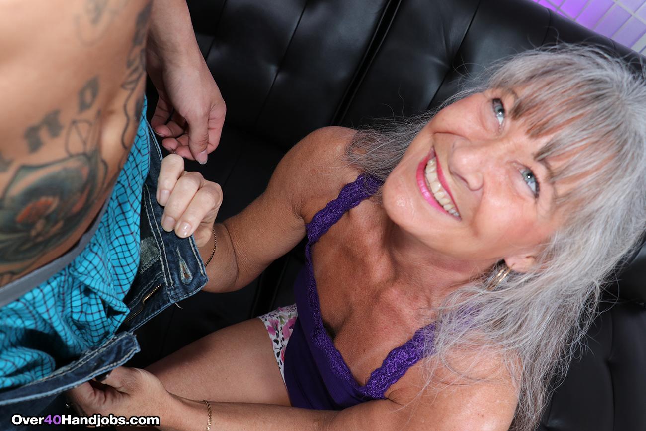 Milf gives handjob to boyfriend understand