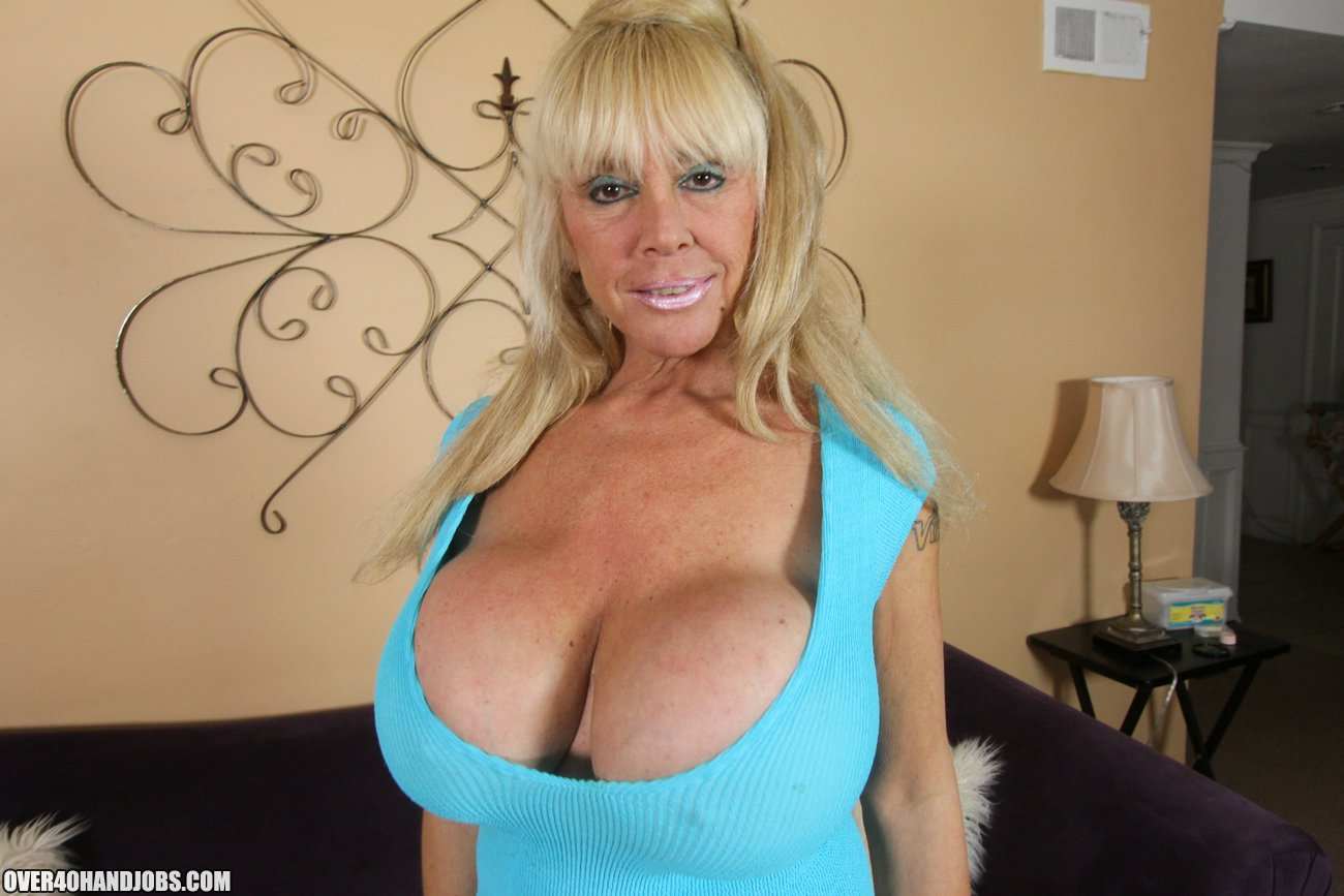Shelly The Burbank Bomber Mature Handjob From Shelly -6214