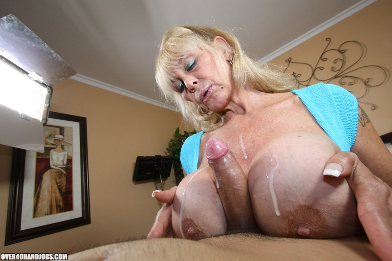 Shelly The Burbank Bomber Mature Handjob From Shelly -1827