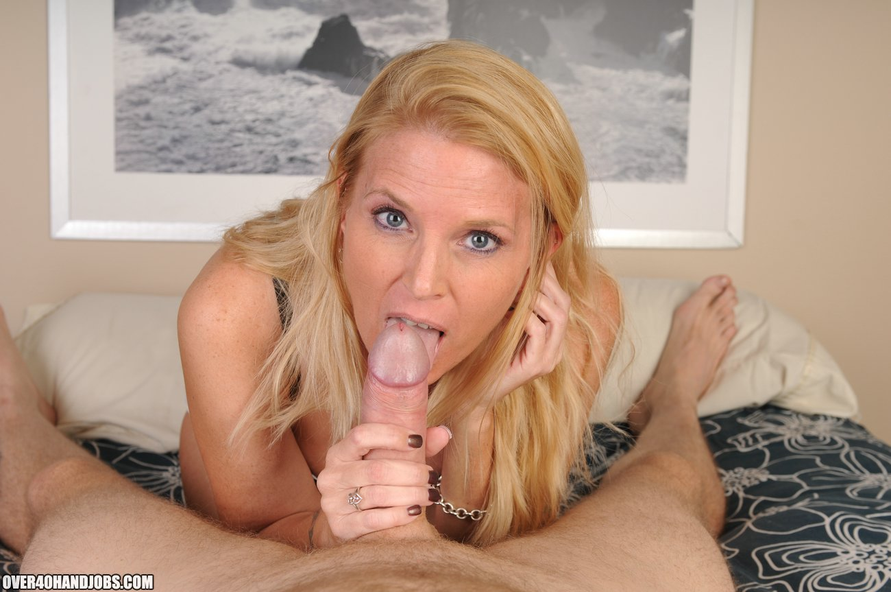 Glamor mature handjob movie