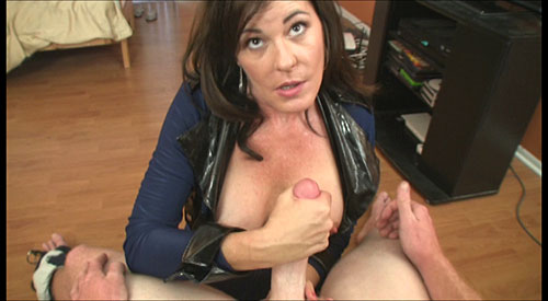 3 Mature Movies - Bella Roxxx Handjob from over40handjobs