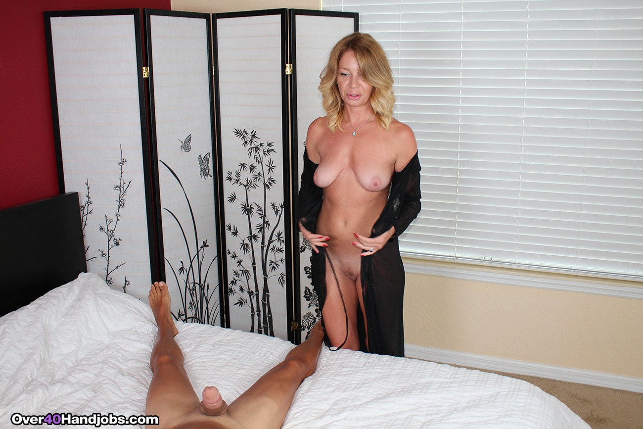 Half-decent video milf handjob video